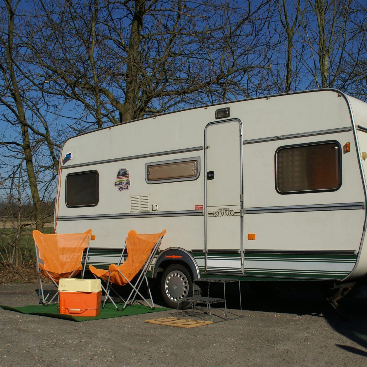 Mobiele escape room in een caravan. Teambuilding op locatie.
